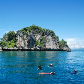 Projects Abroad staff preparing for a dive in Thailand on a Marine Conservation Project